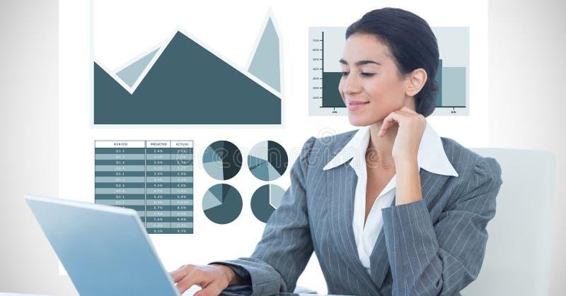 Säker affärskvinna som använder bärbara datorn mot grafbakgrund stock illustrationer