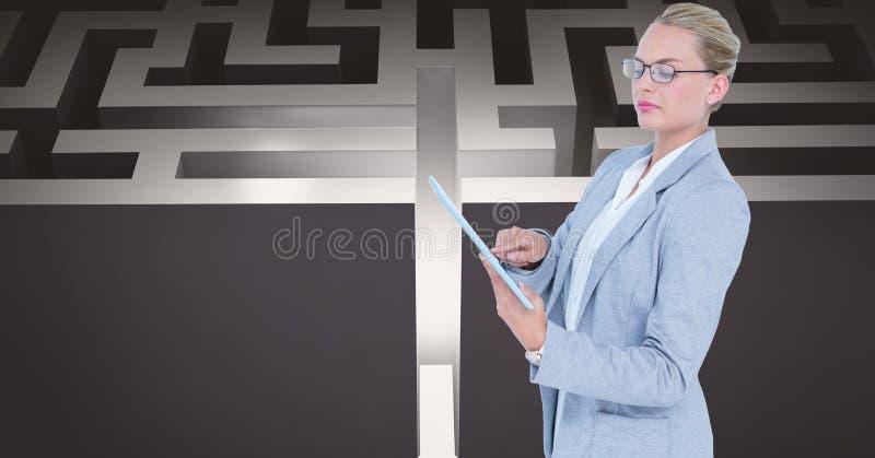 Säker affärskvinna som använder minnestavlaPC mot labyrint stock illustrationer