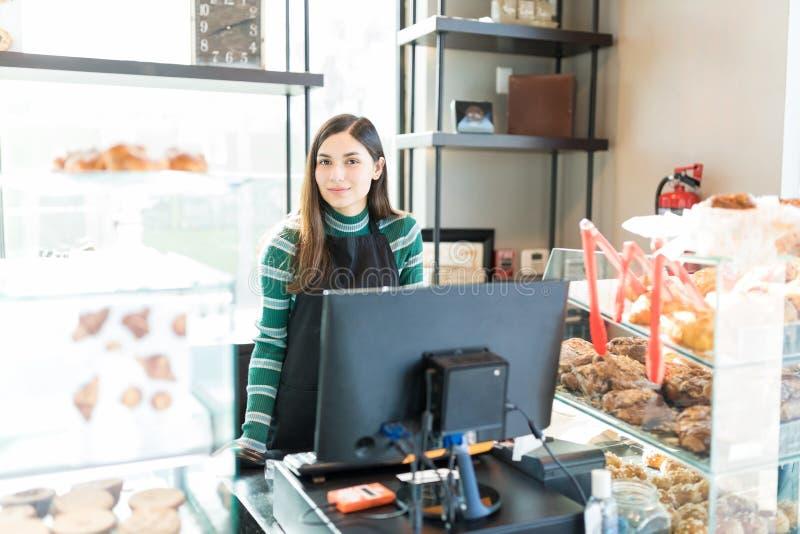 Säker försäljare Standing In Bakery royaltyfri foto