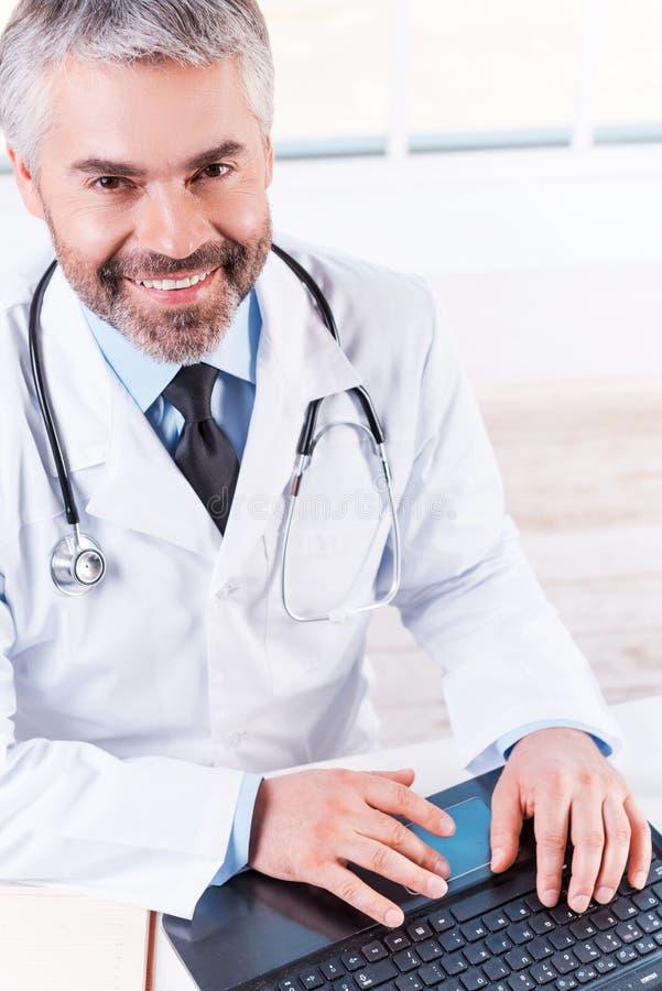 Säker och erfaren doktor arkivfoto
