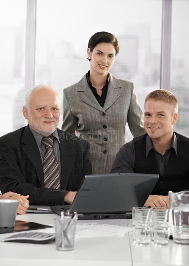säker stående för businessteam arkivbild