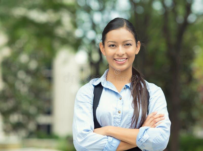 Säker ung affärskvinna royaltyfri bild