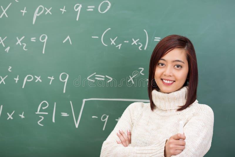 Säker ung asiatisk lärare eller student arkivbilder