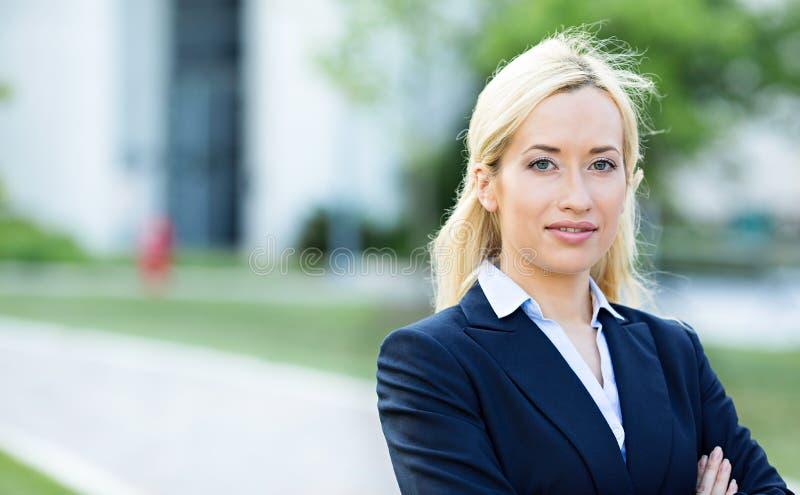 Säker yrkesmässig kvinna, advokat royaltyfri fotografi