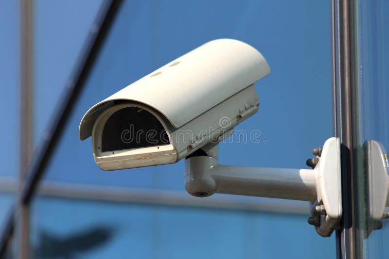 säkerhet för exponeringsglas för kameracctv-facade arkivbilder