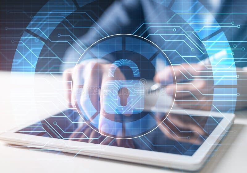 Säkerhet och informationsteknik om dator royaltyfria foton