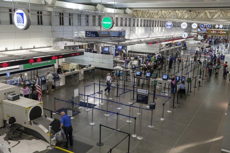 Säkerhetskontrollpunkten på den Minneapolis flygplatsen i Minnesota på arkivbild