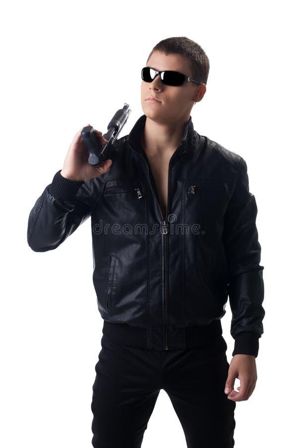 Säkerhetstjänsteman i svart läder med hagelgeväret arkivfoto