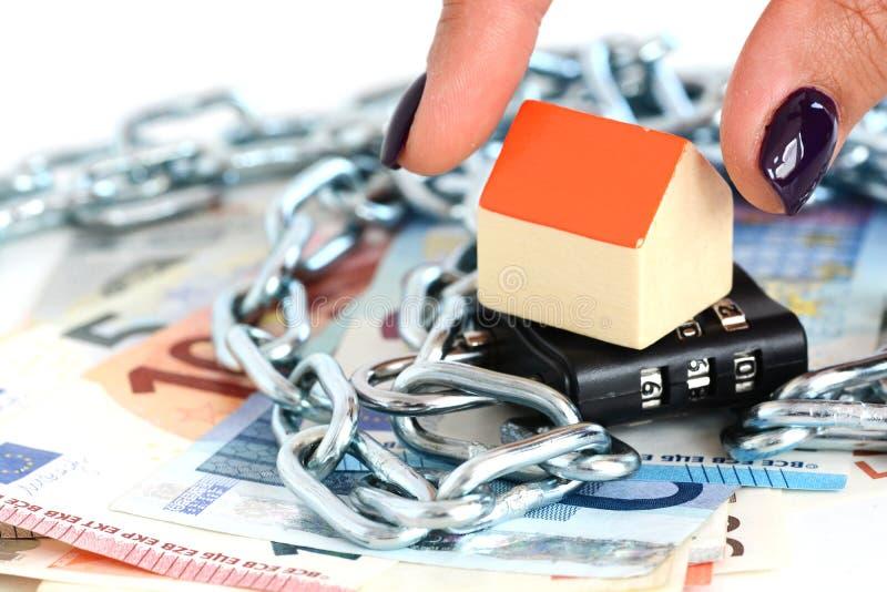 Säkra dina besparingar för fastighetprojekt arkivbilder