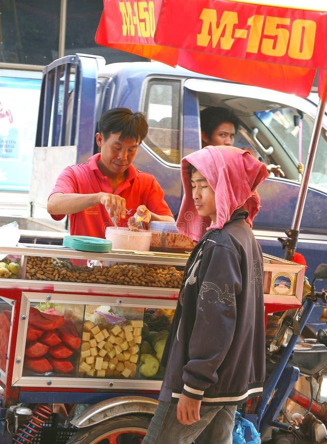Sälja nya stycken av frukter, Laos arkivbild