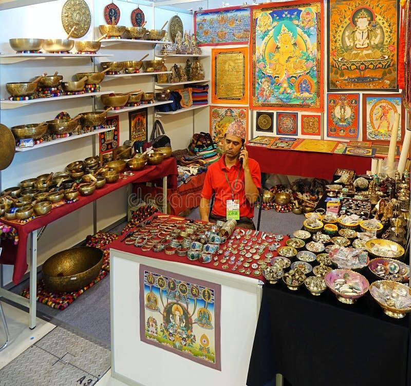 Sälja tibetana religiösa kulturföremål arkivfoto