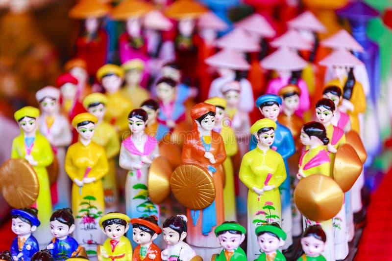 Säljs traditionella souvenir för Vietnam ` s in shoppar på den gamla fjärdedelen för Hanoi ` s royaltyfria foton