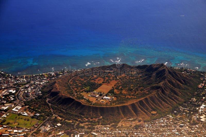 Sällsynt flyg- sikt av Diamond Head den slocknade vulkaniska krater i Hawaii, USA arkivbilder