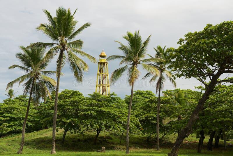 Sällsynt gjutjärnfyr som byggs i 1879 bredvid Sanen Felipe Fort i Puerto Plata, Dominikanska republiken royaltyfria foton