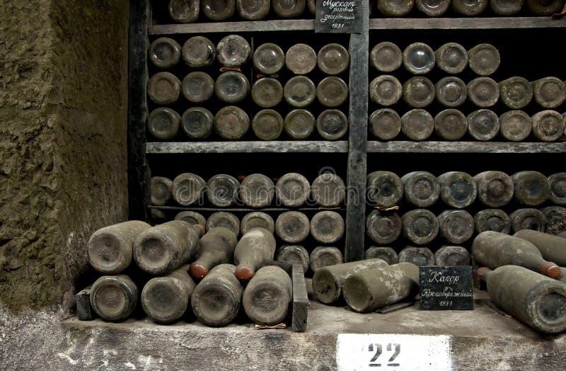 Sällsynta viner för samling i den Massandra vinodlingen, Yalta, Krim royaltyfri fotografi