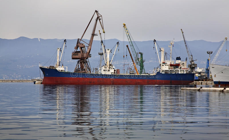 Sänd i port Rijeka croatia arkivbild