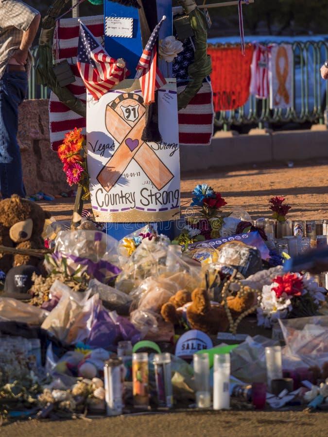 Säng av blommor och uttryck av beklagande efter terrorattack i Las Vegas - LAS VEGAS - NEVADA - OKTOBER 12, 2017 arkivfoton
