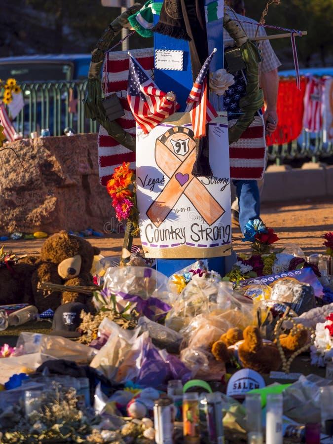 Säng av blommor och uttryck av beklagande efter terrorattack i Las Vegas - LAS VEGAS - NEVADA - OKTOBER 12, 2017 royaltyfri bild