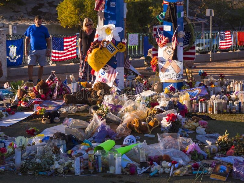Säng av blommor och uttryck av beklagande efter terrorattack i Las Vegas - LAS VEGAS - NEVADA - OKTOBER 12, 2017 royaltyfri fotografi