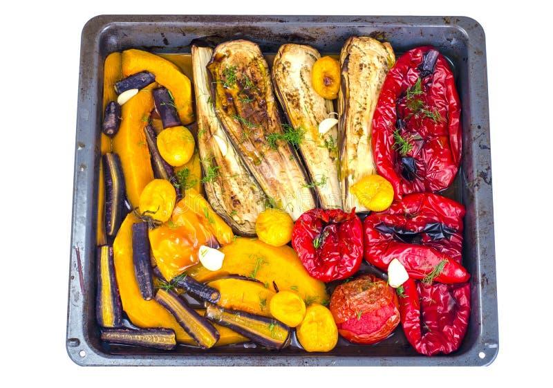 Säsongsgrönsaker bakade på bakplåt royaltyfri bild