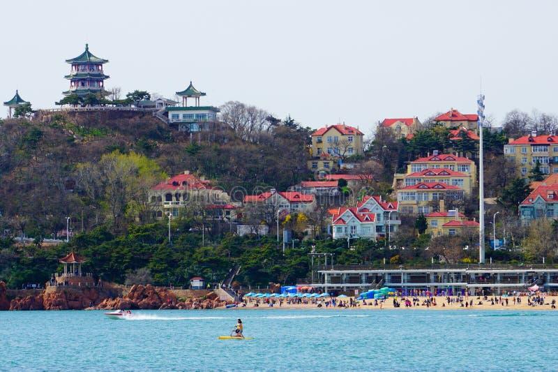 Sätta på land att surfa, det Qingdao, Shandong landskapet på ostkusten av Kina royaltyfri foto