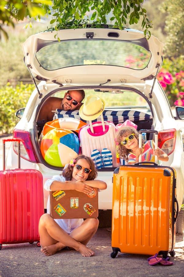 sätta på land barn för white för semestern för sanden för familj fyra tropiskt arkivbilder