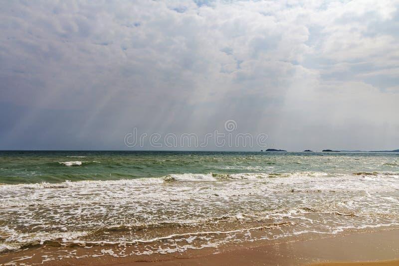sätta på land havet arkivbild