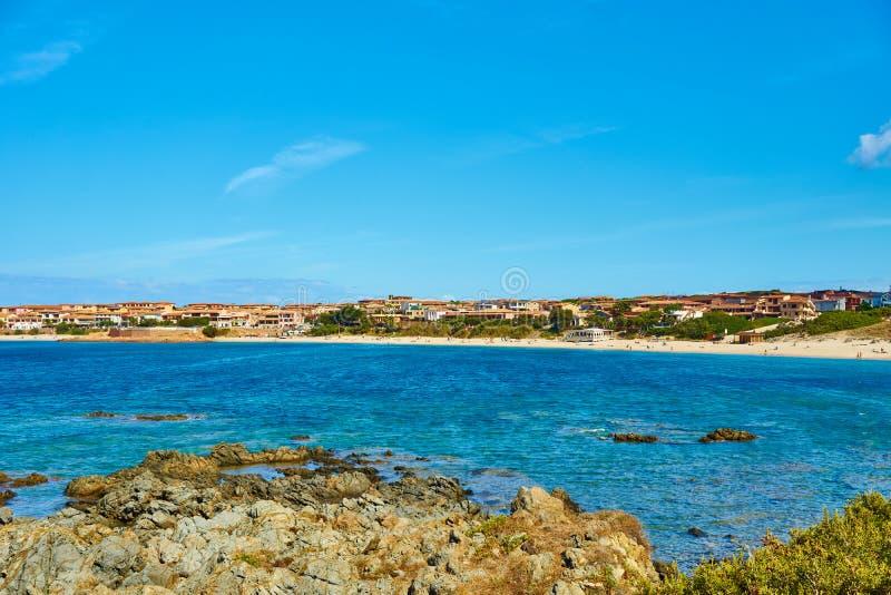Sätta på land i nord av Sardinia - Isola Rossa fotografering för bildbyråer