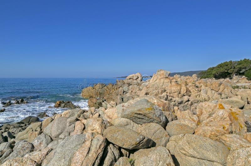 Sätta på land längs kust av Olmeto, nära Propriano, sydliga Korsika arkivfoton