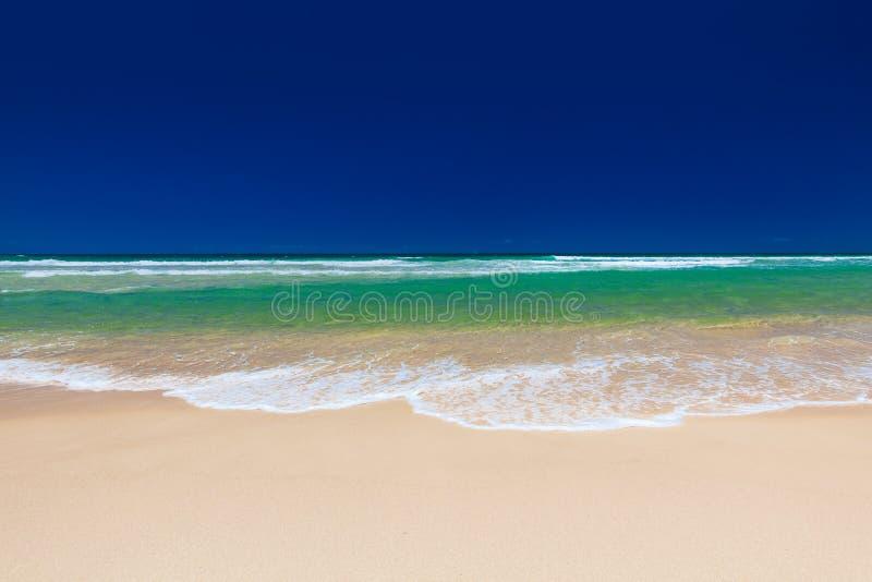 Sätta på land på den östliga sidan av den Bribie ön, Queensland arkivfoton