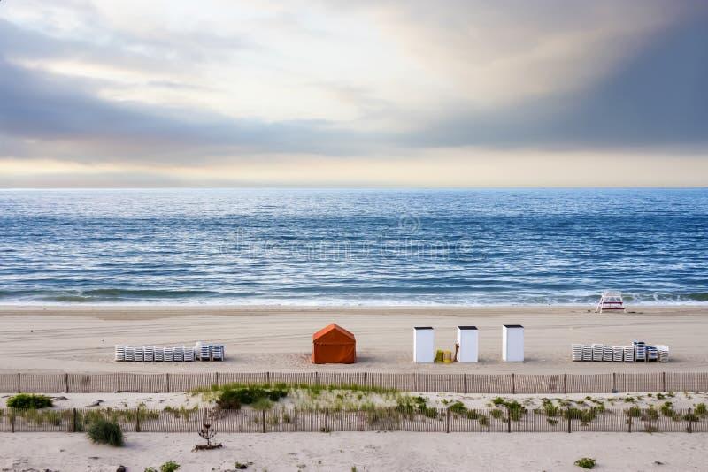 Sätta på land på soluppgång, Cape May som är nytt - ärmlös tröja, USA royaltyfri fotografi