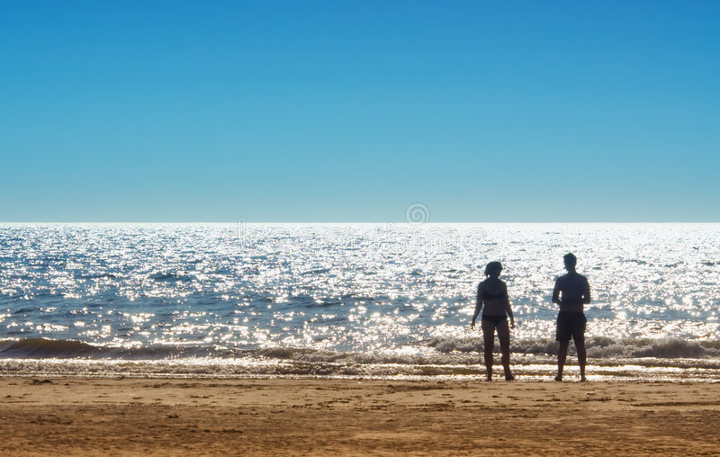 Download Sätta på land par arkivfoto. Bild av seashore, sommar, ungar - 992192