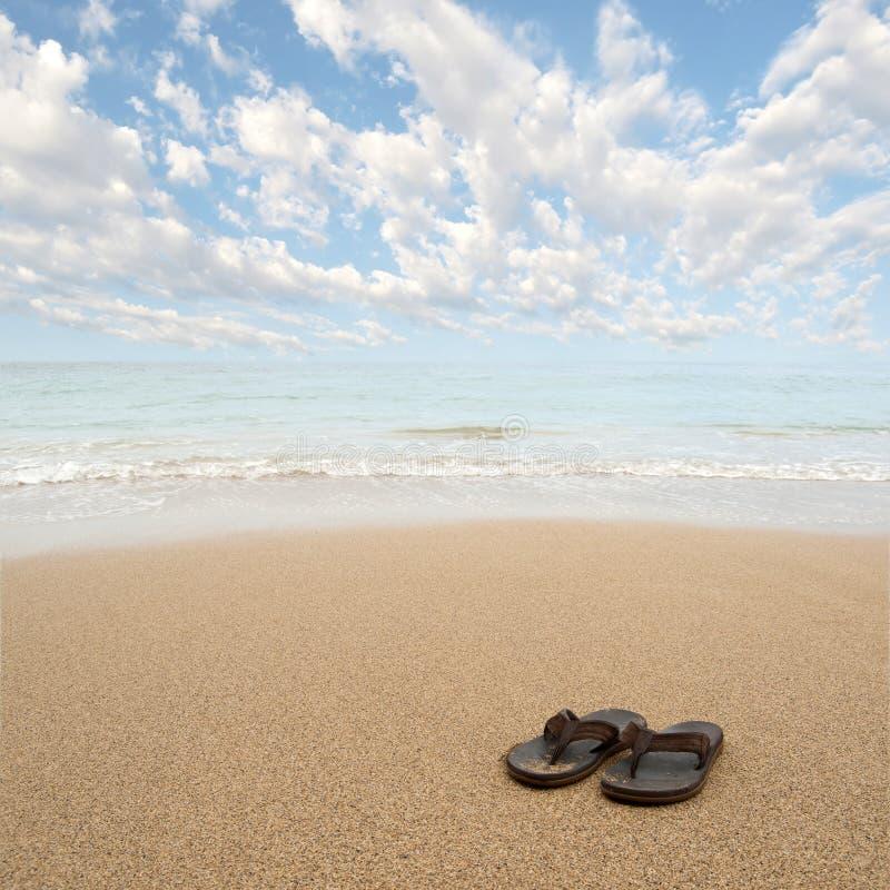 sätta på land sandals arkivbilder