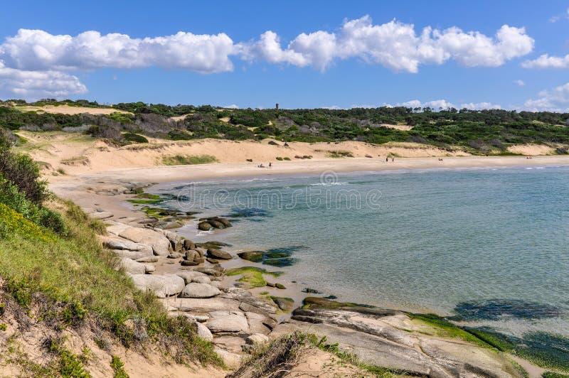 Sätta på land sikten i Punta del Diablo i Uruguay arkivbild
