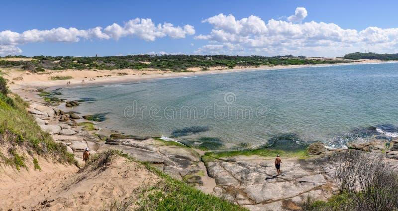 Sätta på land sikten i Punta del Diablo i Uruguay arkivfoton