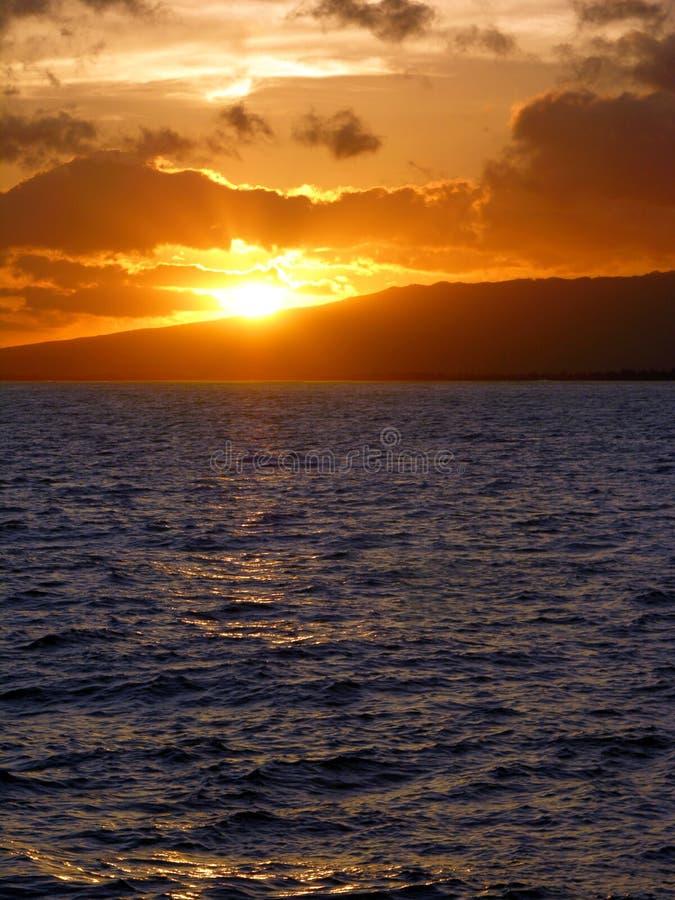 sätta på land solnedgångwaikikien arkivfoton