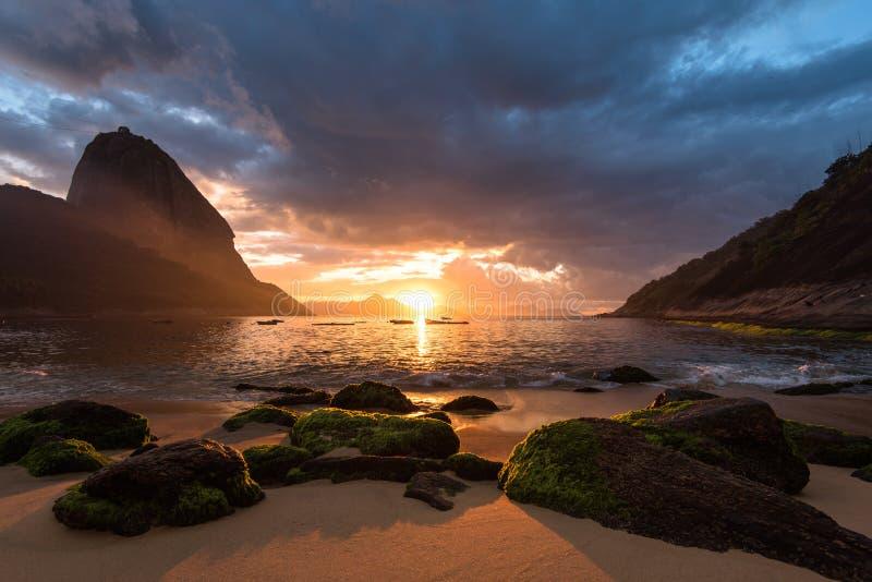 sätta på land soluppgången royaltyfria foton