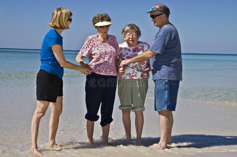 sätta på land tycka om pensionärer arkivbild