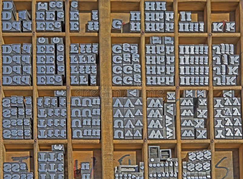 Sättande bokstäver för metall royaltyfri bild