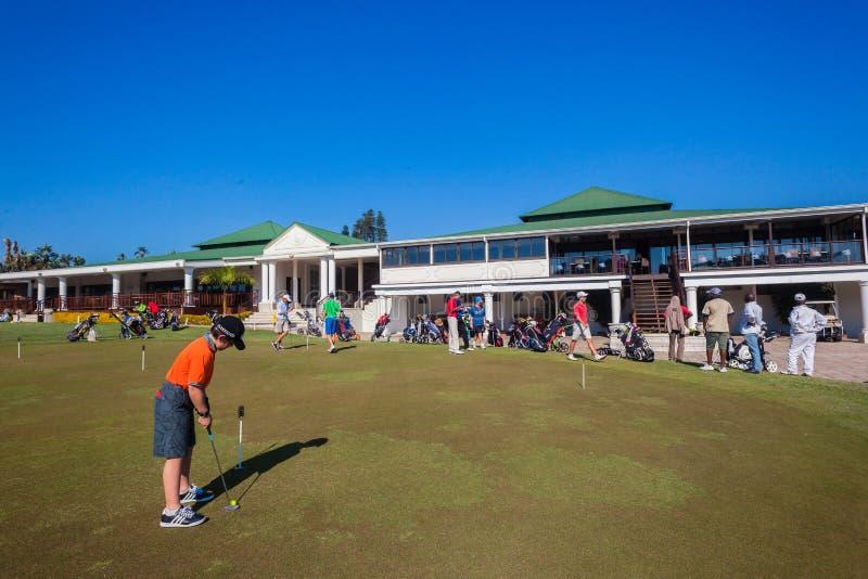 Sättande gräsplan Junior Players Club arkivfoton