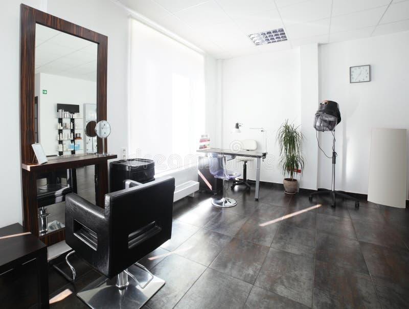 Säubern Sie europäischen Friseursalon stockfotografie