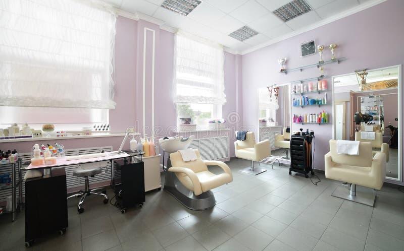 Säubern Sie europäischen Friseursalon lizenzfreie stockbilder