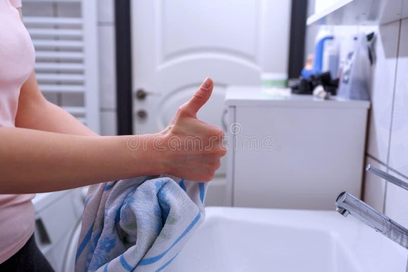 Säubern Sie Hand mit dem Daumen oben Handhygiene und -schutz lizenzfreies stockfoto