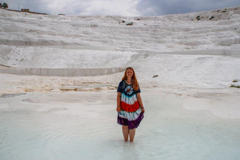 Sławny i zadziwiający termiczne wiosny Pamukkale lub bawełna kasztel na Denizli prowincji wewnątrz w Turcja zdjęcie stock