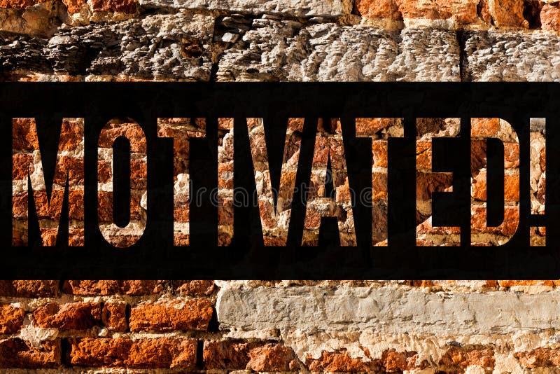 Słowo pisze tekscie Motywującym Biznesowy pojęcie dla Determinować robić coś Inspirował Ufną ściany z cegieł sztukę jak graffiti obrazy royalty free