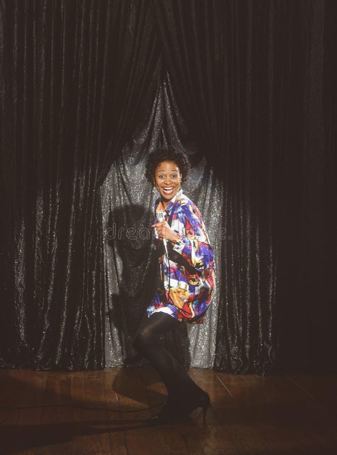 sångare för afrikansk amerikankomediförfattarekvinnlig arkivbild