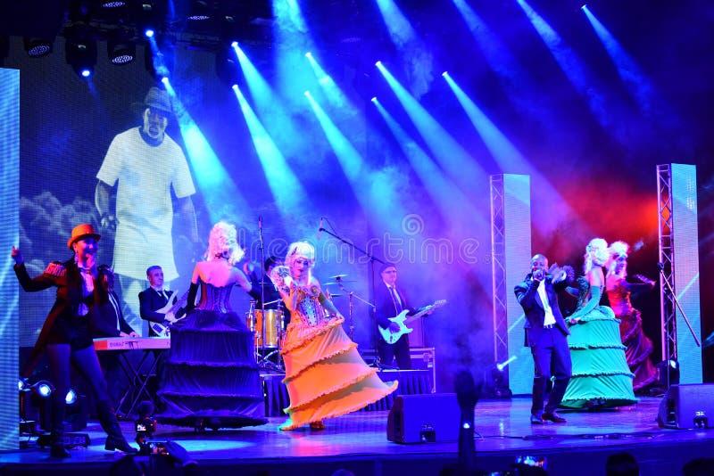 Sångaren Willi William som utför på etapp under den stora Apple musiken, tilldelar konsert 2016 arkivbild