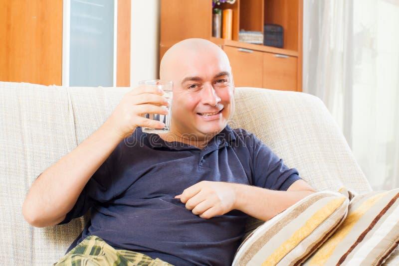 Download Séance Décontractée D'homme Photo stock - Image du domestique, occasionnel: 45365448