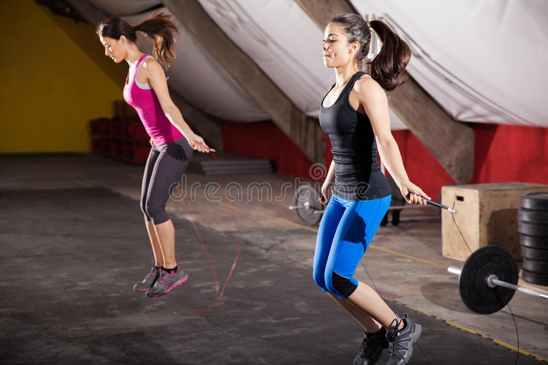 Séance d'entraînement avec une corde de saut photos stock