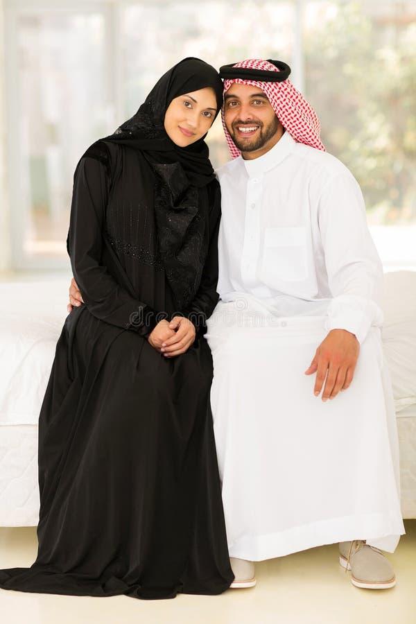 Séance musulmane de couples photo stock